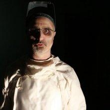 ESP 2: Fenomeni paranormali: il fantasma di un medico in una scena del film