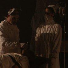 ESP 2: Fenomeni paranormali: medici all'opera in una scena del film