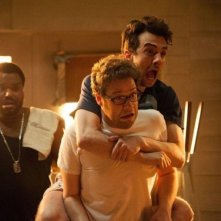 Facciamola finita: Craig Robinson, Jay Baruchel e Seth Rogen terrorizzati in un momento del film