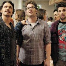 Facciamola finita: James Franco con Jay Baruchel e Seth Rogen in una scena