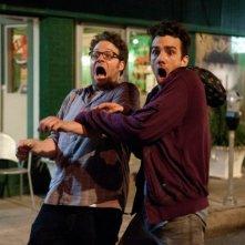 Facciamola finita: Jay Baruchel e Seth Rogen in una scena