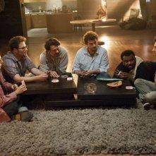 Facciamola finita: mentre l'apocalisse distrugge Los Angeles e i protagonisti giocano a carte