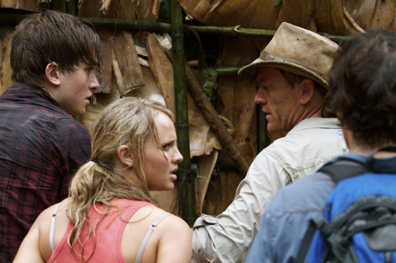 The Dinosaur Project Richard Dillane Natasha Loring E Matt Kane In Una Scena Del Film 278542