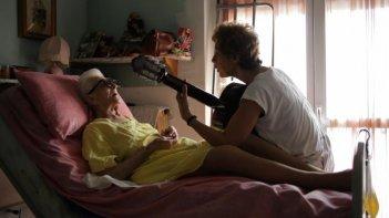 Tra cinque minuti in scena: la protagonista Gianna Coletti in una scena con la madre Anna Coletti