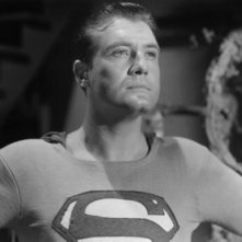 Adventures of Superman: George Reeves in una scena della serie