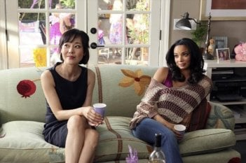 Mistresses: Yunjin Kim e Rochelle Aytes in una scena della serie