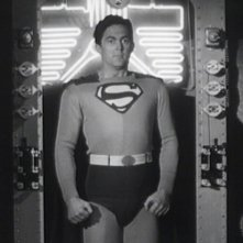 Atom Man vs. Superman: Kirk Alyn in una foto di scena