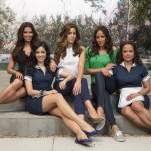 Devious Maids: Ana Ortiz, Judy Reyes, Roselyn Sanchez, Dania Ramirez ed Edy Ganem in una immagine promozionale della serie