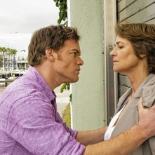 Dexter: Charlotte Rampling e Michael C. Hall nell'episodio A Beautiful Day