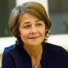 Dexter: Charlotte Rampling in un momento dell'episodio Every Silver Lining