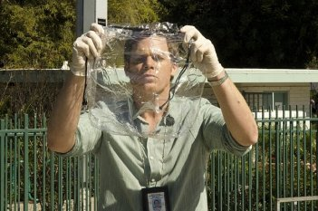 Dexter: Michael C. Hall nell'episodio Every Silver Lining