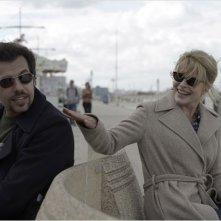 Fanny Ardant in una scena del film Les beaux jours con Laurent Lafitte