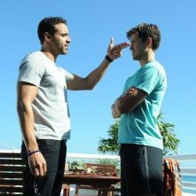 Graceland: Aaron Tveit e Daniel Sunjata in una scena del pilot della serie