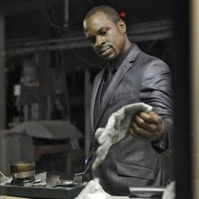 Graceland: Gbenga Akinnagbe nell'episodio Heat Run