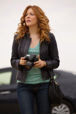 Under the Dome: Rachelle Lefevre in una foto del pilot della serie