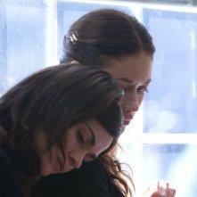 Olga Kurylenko e Romina Mondello in una scena di To the Wonder