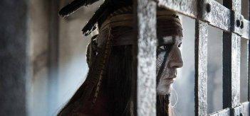 The Lone Ranger: Johnny Depp nei panni dell'indiano Tonto in una scena del film