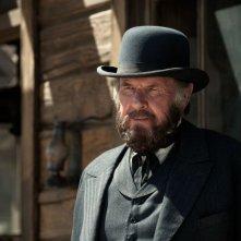The Lone Ranger: Tom Wilkinson nei panni di Latham Cole in una scena