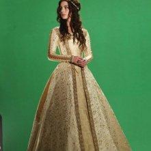 Reign: Adelaide Kane sul set della serie CW