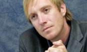 Elementary: Rhys Ifans nel cast della prossima stagione