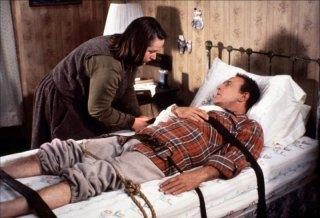 Kathy Bates accanto a James Caan nel thriller Misery non deve morire