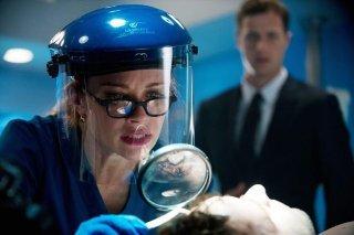 Motive: Lauren Holly in una scena della serie