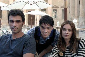 Allacciate le cinture: Kasia Smutniak, Francesco Arca e Filippo Scicchitano in una foto promozionale