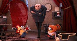 Cattivissimo me 2: i Gru e due minions in una scena del film.