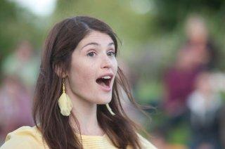 Una canzone per Marion: Gemma Arterton canta in una scena del film