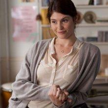 Una canzone per Marion: Gemma Arterton in una scena del film nei panni dell'insegnante di coro Elizabeth