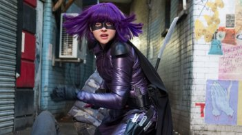 Kick-Ass 2: Chloë Grace Moretz in azione in una scena del film nei panni di Hit-Girl