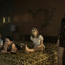 Mad Men: Jessica Paré, Kiernan Shipka, Mason Vale Cotton e Ryder Londo nell'episodio The Crash