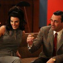 Mad Men: Jon Hamm e Jessica Paré nell'episodio The Doorway: part 1