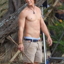 Brenton Thwaites sul set del film Blue Lagoon: The Awakening