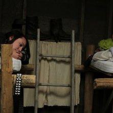 Siberia: Anne-Marie Mueschke e Natalie Scheetz in una scena del pilot della serie