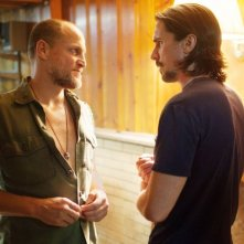 Out of the Furnace: Woody Harrelson e Christian Bale in una scena del film