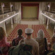 Body Language: i cinque protagonisti di spalle in una scena del film