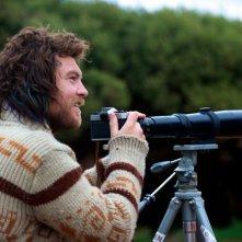 Drift: Sam Worthington guarda lontano in una scena del film