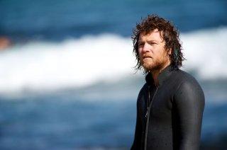 Drift: Sam Worthington in tenuta acquatica in una scena del film
