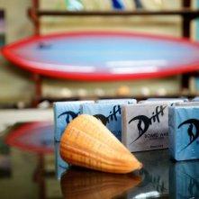 Drift: saponette di cera per tavole da surf in un'immagine del film