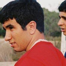 Les Apaches: Aziz El Adachi e Hamza Mezziani in una scena