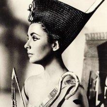 Una splendida Liz Taylor nei panni di Cleopatra
