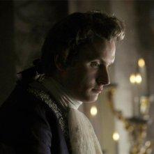 A Royal Affair: Mikkel Boe Følsgaard in una scena del film nei panni di re Christian VII