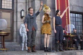 Hunger Games: la ragazza di fuoco - Jennifer Lawrence, Elizabeth Banks e Josh Hutcherson in una scena