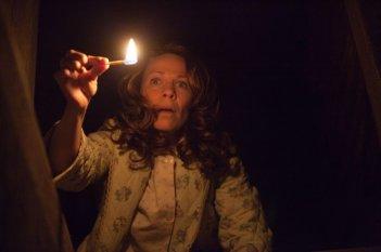 Lili Taylor in una scena dell'horror L'Evocazione - The Conjuring