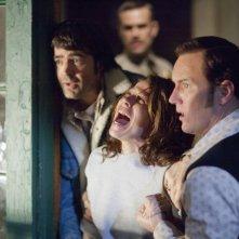 Patrick Wilson con Lili Taylor e Ron Livingston in una scena de L'Evocazione - The Conjuring