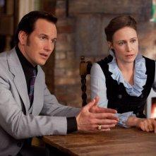 Patrick Wilson insieme a Vera Farmiga in una scena dell'horror L'Evocazione - The Conjuring