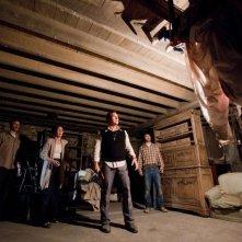 Patrick Wilson, Vera Farmiga in una scena de L'Evocazione - The Conjuring con Ron Livingston e John Brotherton
