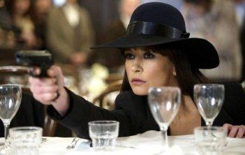 Red 2: Catherine Zeta-Jones in una scena dell'action