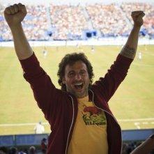 Starbuck: Patrick Huard esulta allo stadio in una scena del film